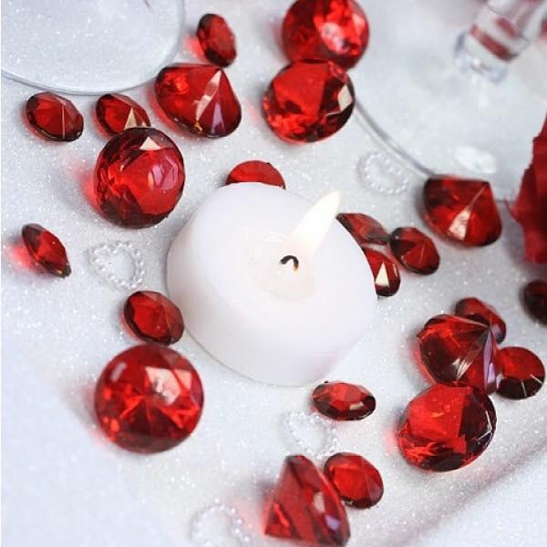 diamants décoratifs rouges