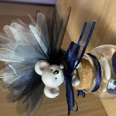 koala sur pot en verre garni de tulles