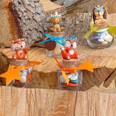 Ecureuil sur pot en verre